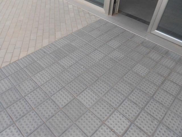 Adoquines en Quintanar del Rey Estación de autobuses | Botón | Prefabricados de hormigón Albacete y Madrid