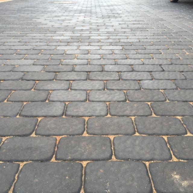 Pavimento rugoso Negro en Villanueva de la Jara | Prefabricados de la Jara | Adoquines Albacete y Madrid